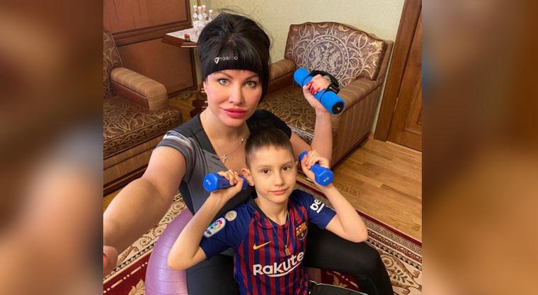 Ирина Текслер с сыном стараются уделять в домашних условиях время спортивной подготовке