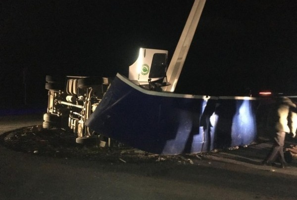 На трассе М-5 в Челябинской области погиб водитель мусоровоза, влетевшего в стелу Златоуста