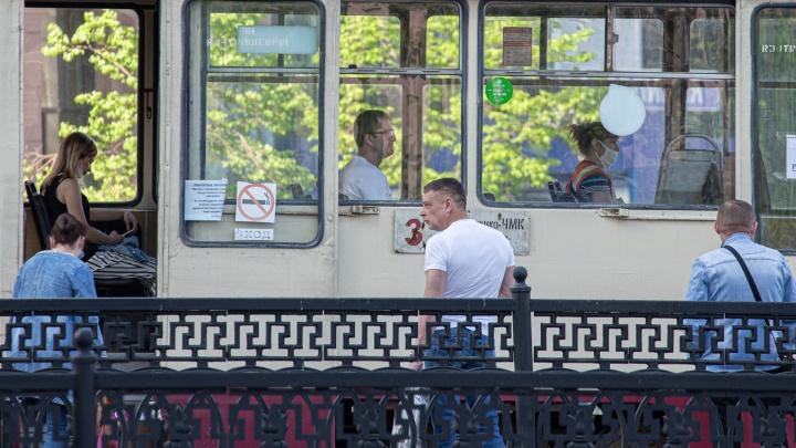 «Маски есть, но их не надевают»: челябинцам устроили проверку в общественном транспорте