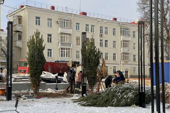 По словам Хабирова, больше стоянки на площади не будет