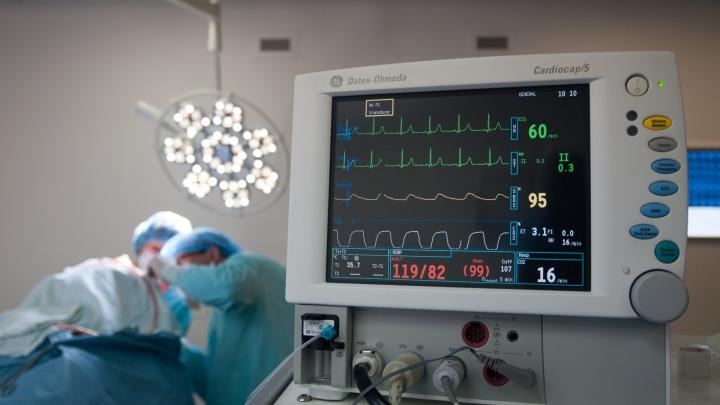 В Екатеринбурге врачи спасли женщину, которая едва не умерла от инсульта в больничном коридоре