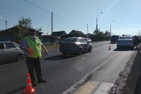 Водитель рассказал, что видел девушку на пешеходном переходе, но подумал, что она стоит, и не остановился