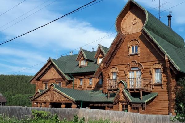 «Древнерусский» терем находится в Старопышминске (Березовский городской округ)
