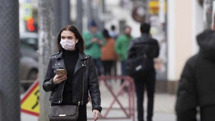 Маски раздают на улице бесплатно: в Ярославской области волонтеры вышли на акцию