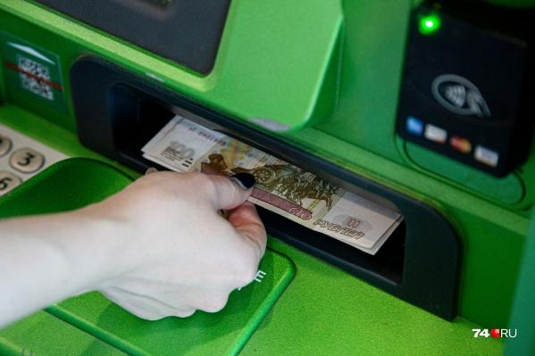Женщина переводила мошенникам деньги через банкомат более ста раз
