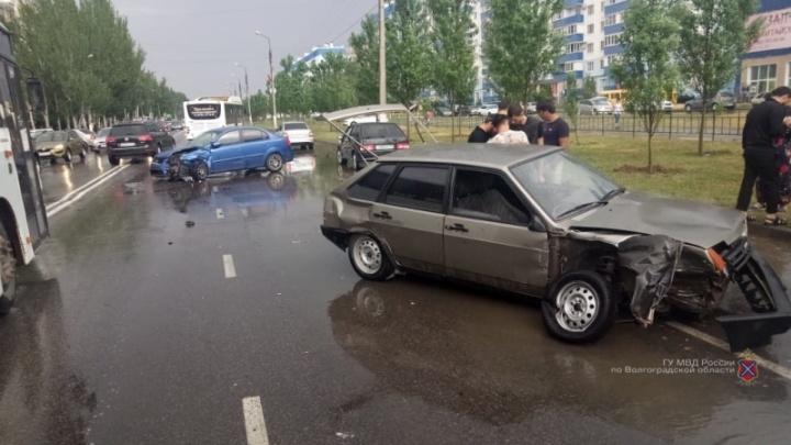 Отделались ушибами: крупное ДТП в Волжском обошлось без серьезно пострадавших