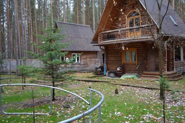 Этот участок занимает 26 соток и продается за 10 миллионов рублей