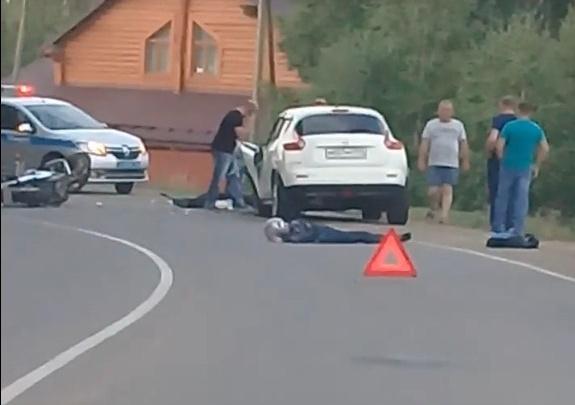 В пригороде Челябинска в лобовом столкновении мотоцикла и автомобиля погибли двое