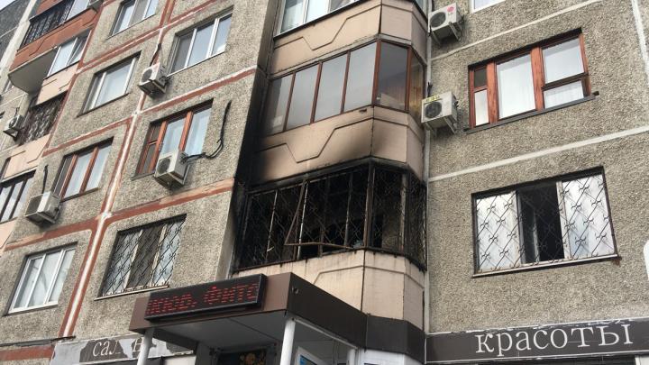 Вниз с балкона кидали обугленные ковры: в квартире на Холодильной произошел пожар