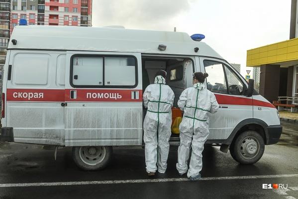 Одна из сотрудниц инфекционной бригады получила травмы