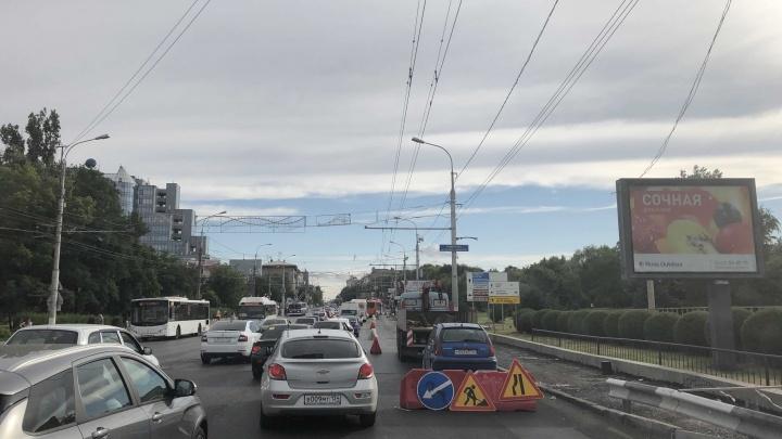 «Все решает наглость и размеры машин»: Астраханский мост Волгограда парализовало длинной пробкой