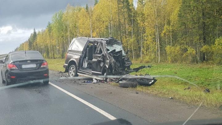Водитель микроавтобуса погиб после столкновения с фурой в Архангельской области