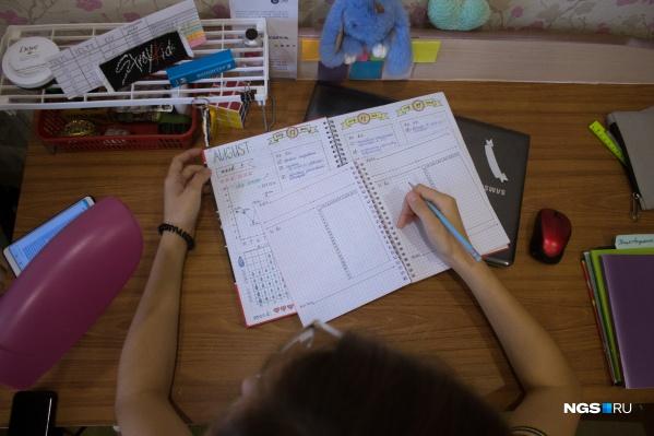 Ежедневно Рина заполняет на английском языке личные дневники— этот навык, по мнению школьницы, обязательно пригодится ей во взрослой жизни
