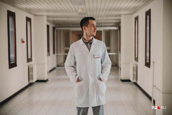 29-летний врач АртемГаврилко работает рентген-хирургом в ОКБ № 1 больше двух лет