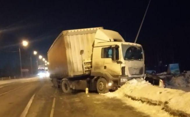 Стали известны подробности ДТП с тягачом под Новосибирском, где погиб человек