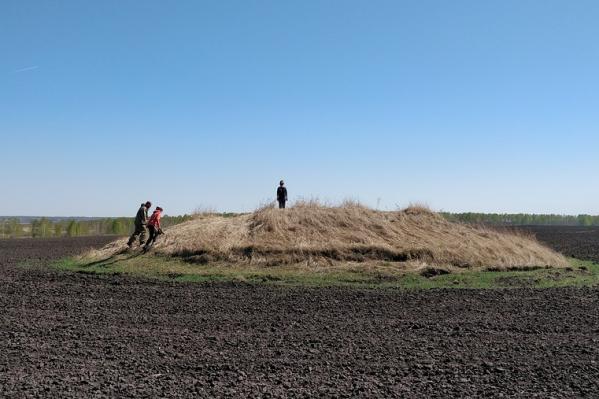 Омскими курганами давно интересуются ученые. Сейчас идет работа над сохранением этих памятников