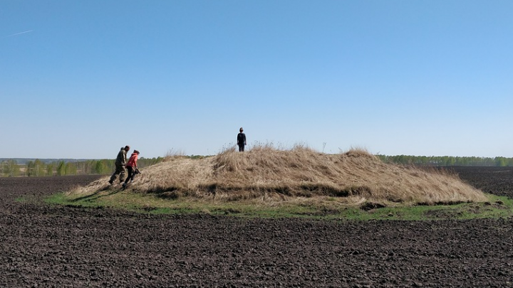 В Омской области взяли под охрану десятки курганов. Археологи относят их к бронзовому веку