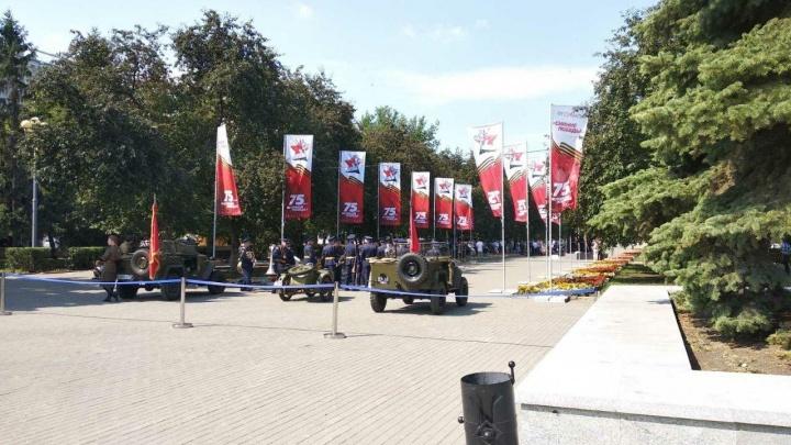 В центре Челябинска заложили первый камень под стелу «Город трудовой доблести»