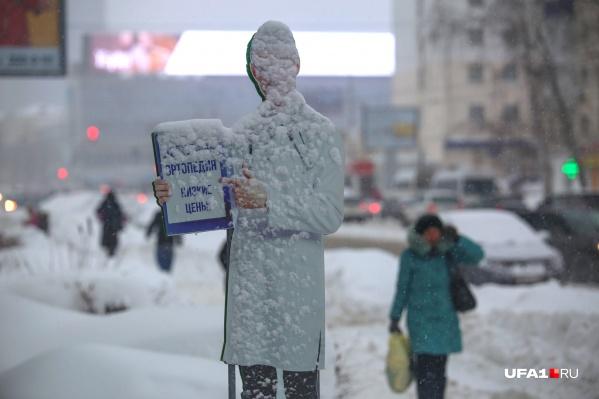 Снегу все равно, где и на чем рисовать свои картины