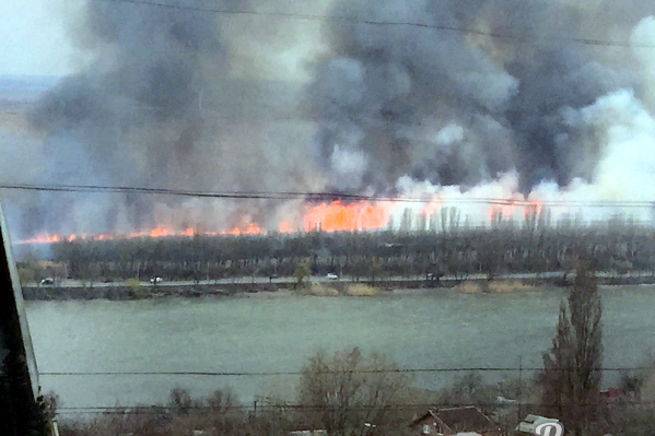Огонь растянулся на один километр