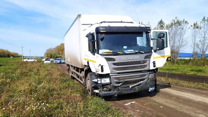 В Башкирии грузовик врезался в школьный автобус