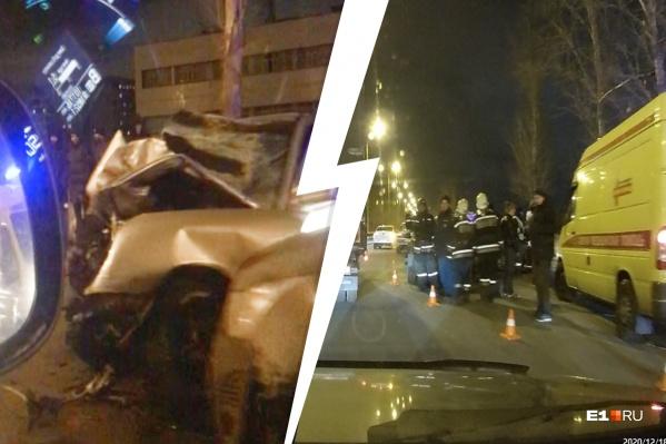 По словам очевидцев, в аварии погиб человек