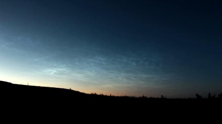 В заповеднике на севере Прикамья сняли редкое явление — ночные светящиеся облака. Видео
