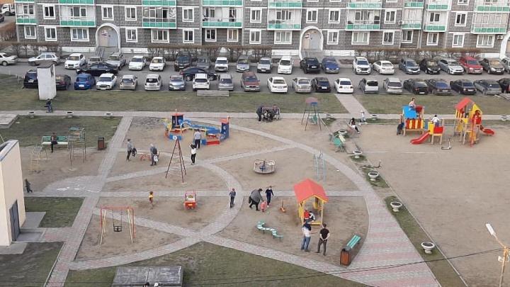 «Народ на все забил»: сотни красноярцев отправились на прогулки под палящим солнцем