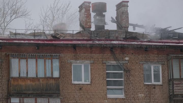 В Перми полностью сгорела кровля жилого дома