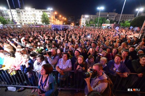 На вечеринках Колмакова собирались сотни человек