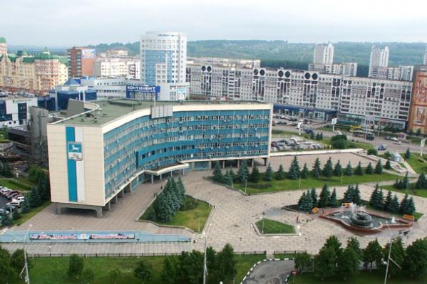 К зданию администрации Новокузнецка приехали МЧС, скорая и полиция