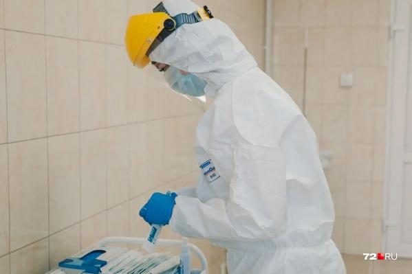 Тестирование выявило коронавирус у сотрудника Минздрава сегодня