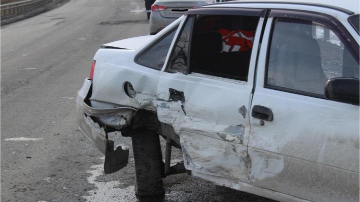 Неустановленный водитель пошел на обгон: в ДТП под Курганом пострадали три человека