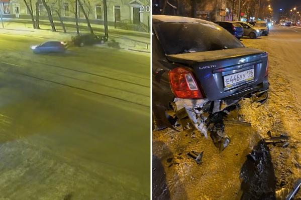 Водитель иномарки врезался в припаркованную машину и уехал с места ДТП