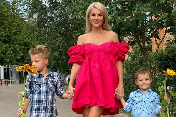 Екатерина сама забрала мальчиков из Сочи, где они жили больше полугода с отцом
