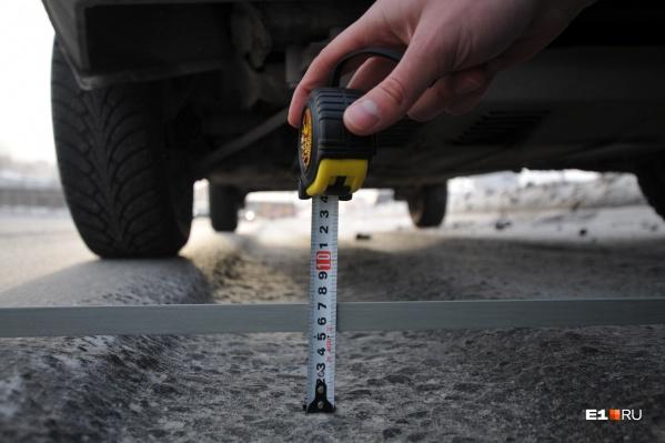 Выбоины глубиной восемь сантиметров оказалось достаточно, чтобы вывести машину из строя
