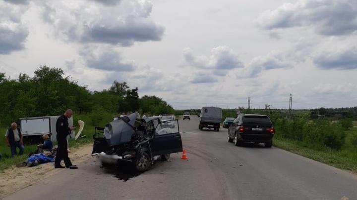 Двое — сразу насмерть: на трассе в Волгоградской области сошлись в лоб «Жигули» и «Газель»