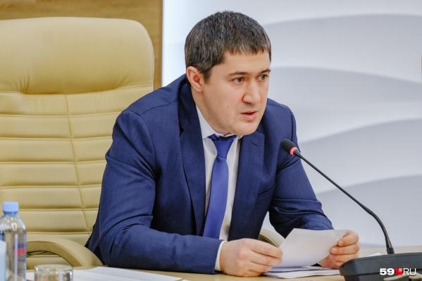 Дмитрий Махонин провел уже второй прямой эфир в соцсетях