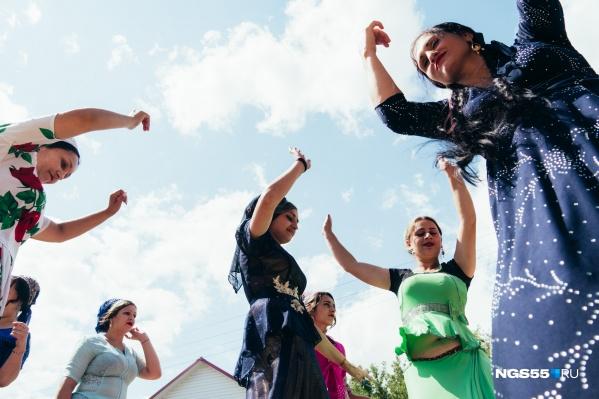 На цыганской свадьбе ноги сами просятся в пляс