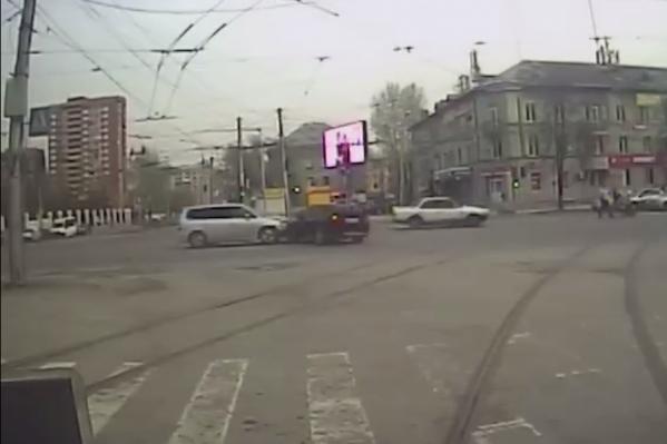 Пересечение улиц Богдана Хмельницкого и Учительской