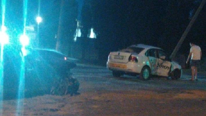 В столкновении «десятки» и такси ранены четверо волгоградцев
