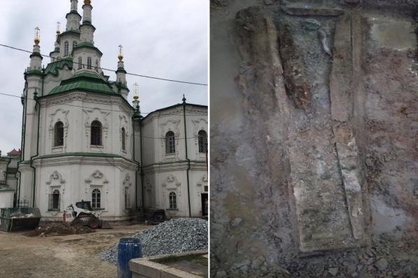 Так выглядит место, где нашли гроб с останками человека