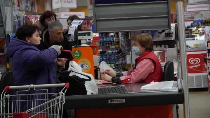 Омичам, которые пострадали из-за коронавируса, предлагают выдавать по тысяче рублей на продукты