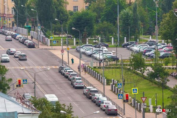 В районе площади Куйбышева тоже придется парковаться за деньги