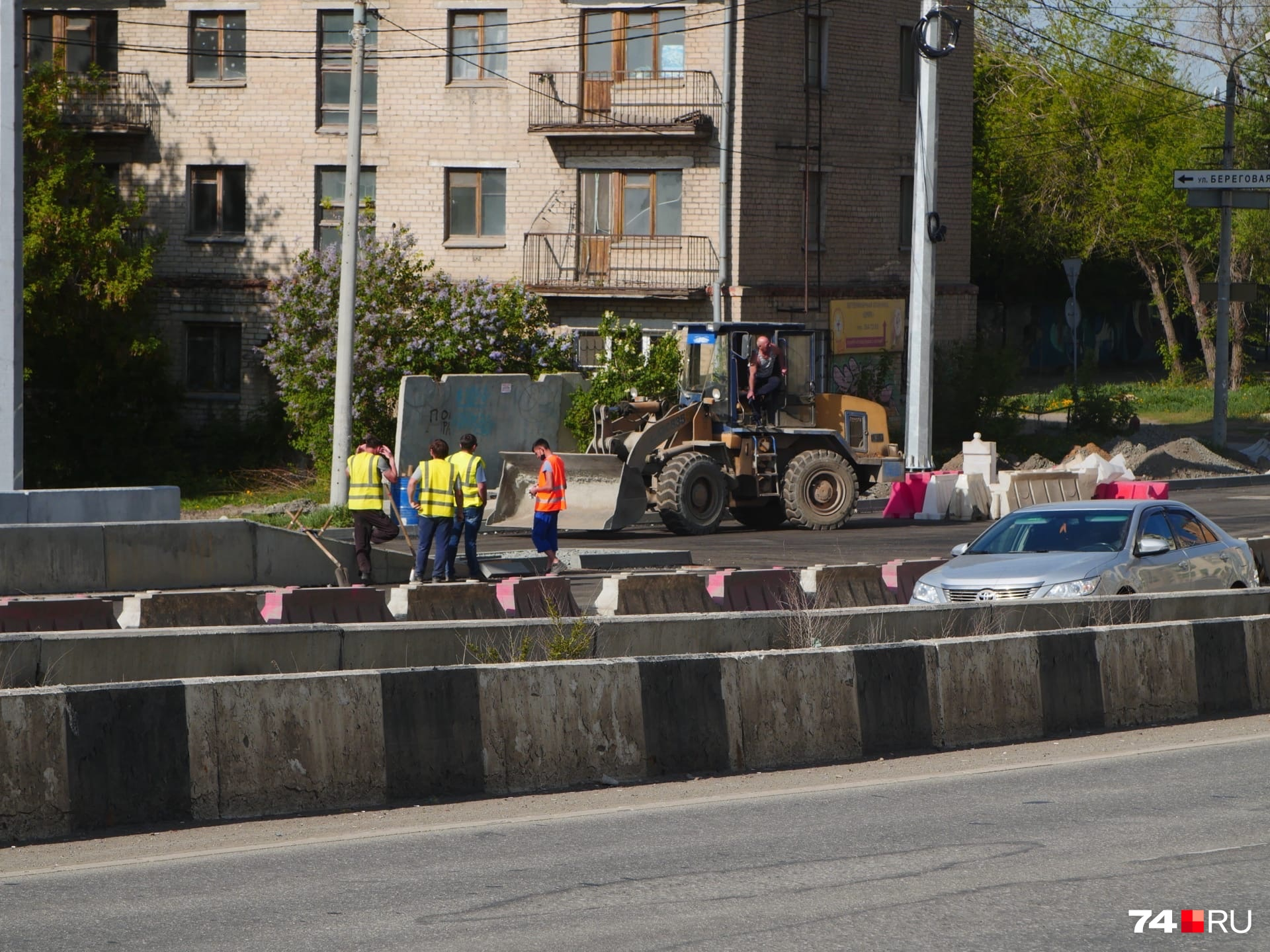 Дорогу перекрыли рабочие