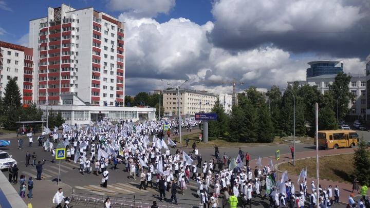 В Уфе прошел парад медработников