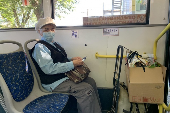 В дачных автобусах власти тоже требуют соблюдать масочный режим