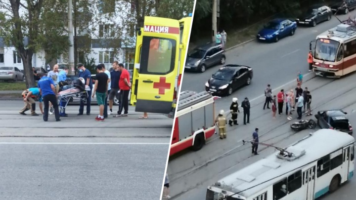 На Эльмаше Priora врезалась в мотоцикл. Один из водителей серьезно пострадал