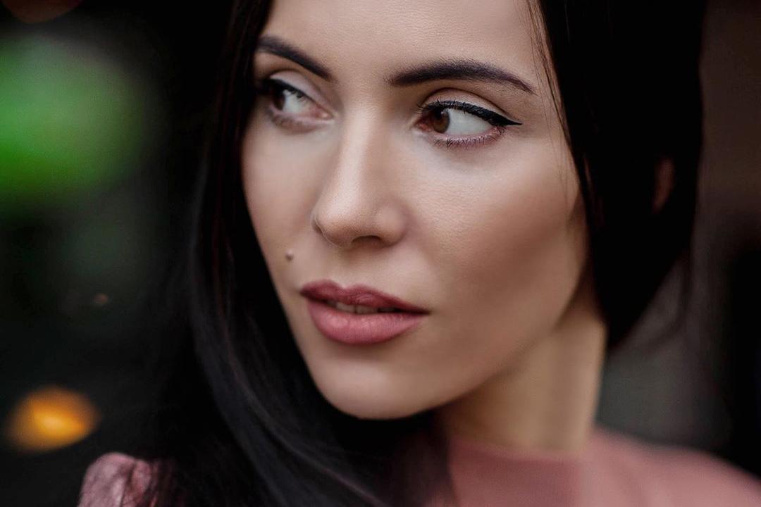 Сейчас Оксане 38 лет, и её карьера певицы идёт в гору