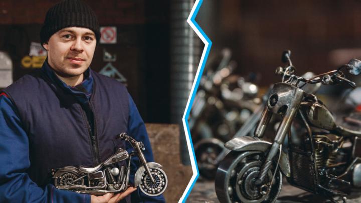 Из гаек, болтов и советского конструктора: тюменец создает мини-копии мотоциклов Harley-Davidson